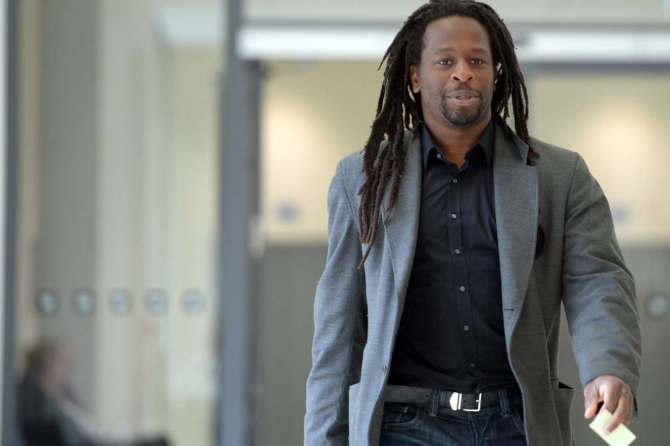 Mola Adebisi 2013 im Amtsgericht Düsseldorf: Er soll von einem Nachbarn rassistisch beleidigt und massiv bedroht worden sein.