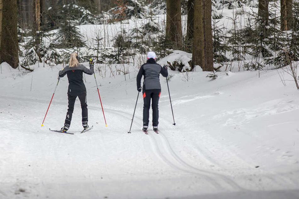 Schneeurlauber und Skifahrer aufgepasst! Die Bergrettung in Österreich kann kostspielig werden. (Symbolbild)