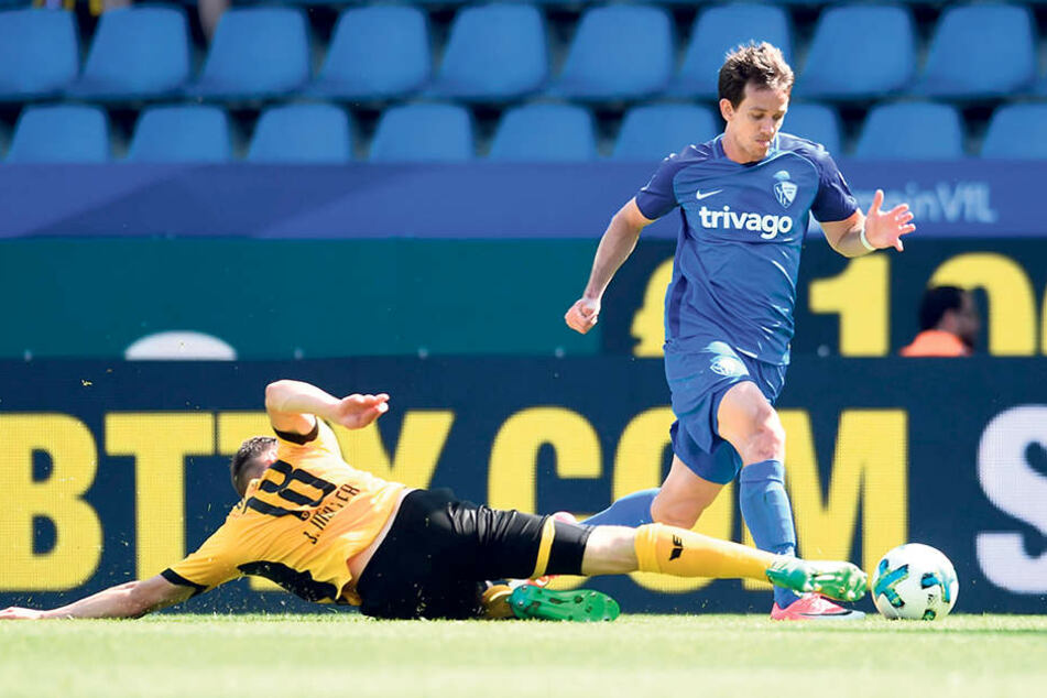In dieser Szene verursachte Jannik Müller (l.) den Elfmeter gegen Robbie  Kruse.