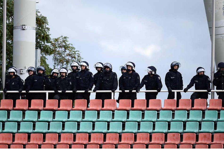 400 Polizeibeamte mussten ein Viertliga-Spiel absichern.
