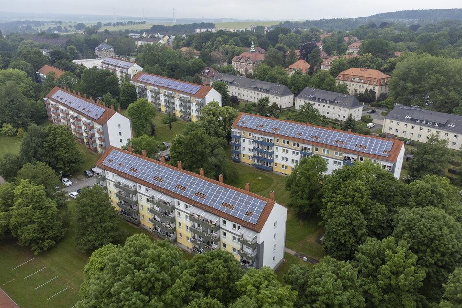 Vorreiter Chemnitzer Siedlungsgemeinschaft: Auf ihren Dächern in der Albert-Schweitzer-Straße erzeugen Solarzellen eigenen CSg-Strom.