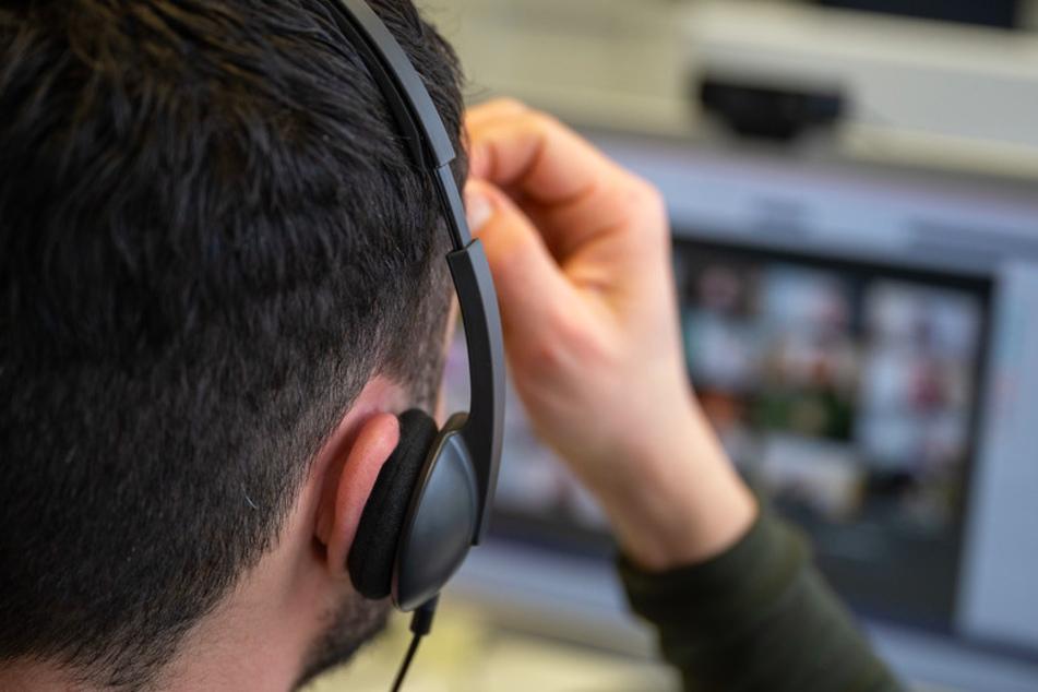 Zwischen schwarzen Kacheln und heimlichen Fotos: So kriminell geht es im Video-Unterricht zu