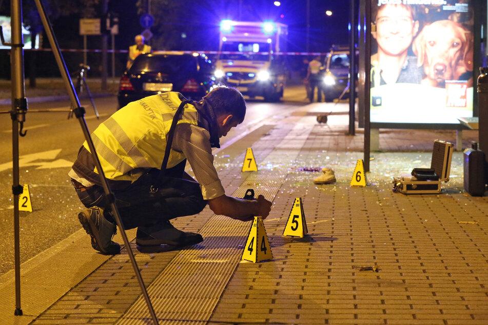 """Spurensuche an der Dresdner Bushaltestelle """"Schweizer Straße"""": Hier wurde Ali (†6) Opfer eines Autorennens, als ihn der Mercedes-Benz C-Klasse erfasste."""