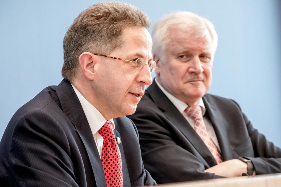 Bundesminister Horst Seehofer (71, CSU), sitzt neben dem ehemaligen Verfassungsschutzpräsidenten, Hans-Georg Maaßen (58, CDU). Der 71-Jähriger findet Maaßens-Kandidatur für den Bundestag nicht problematisch. (Archivbild)