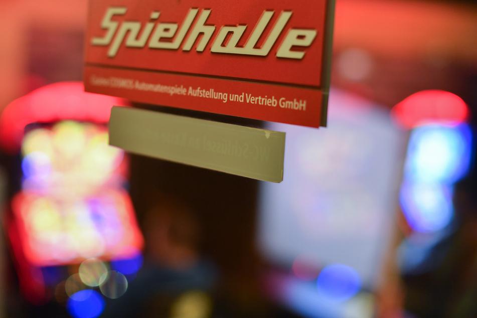 Das wird teuer: Spielhalle trotz Corona-Verbots geöffnet