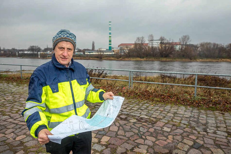 Norbert Gassel (60) ist bei der DREWAG für den Elbtunnel zuständig.