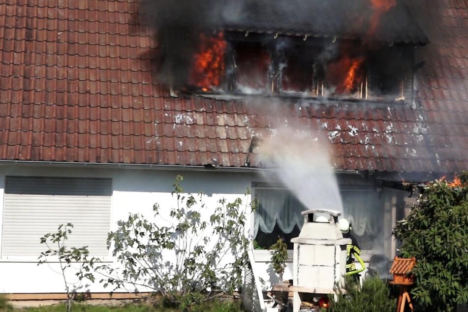 Feuer in Lorsch: Dachstuhl-Brand hält Polizei und Feuerwehr auf Trab