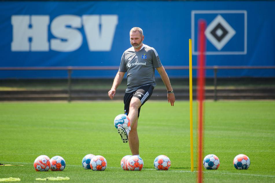 HSV-Coach Tim Walter konnte mit dem Auftritt seiner Mannschaft in der ersten Halbzeit nicht zufrieden sein. In der Pause nahm er etliche Wechsel vor, danach lief es besser. (Archivfoto)