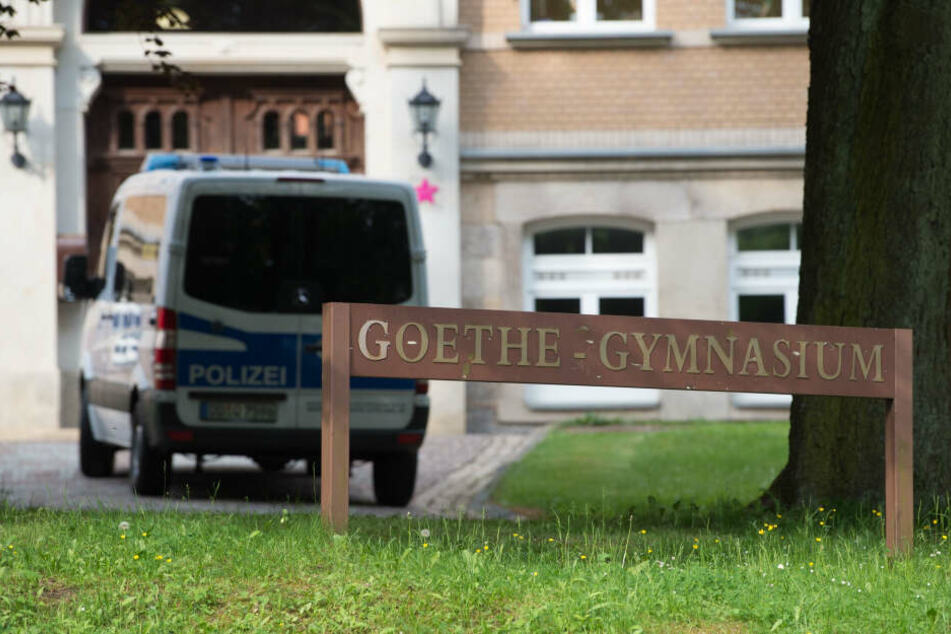 Am Goethe-Gymnasium in Auerbach/V. terrorisierte ein Schüler (15) monatelang Lehrer mit Fake-Bestellungen.