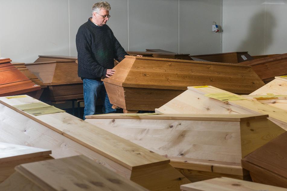 Krematoriums-Chef Jörg Schaldach (56) braucht mehr Platz für Verstorbene.