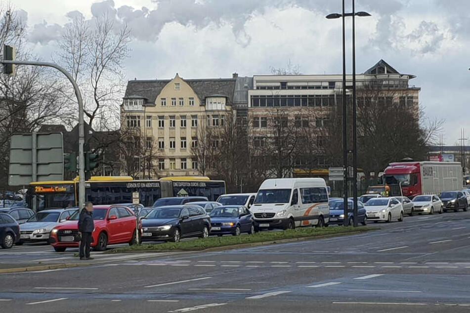In der Bahnhofstraße kam es nach dem Unfall zu einem langen Stau.