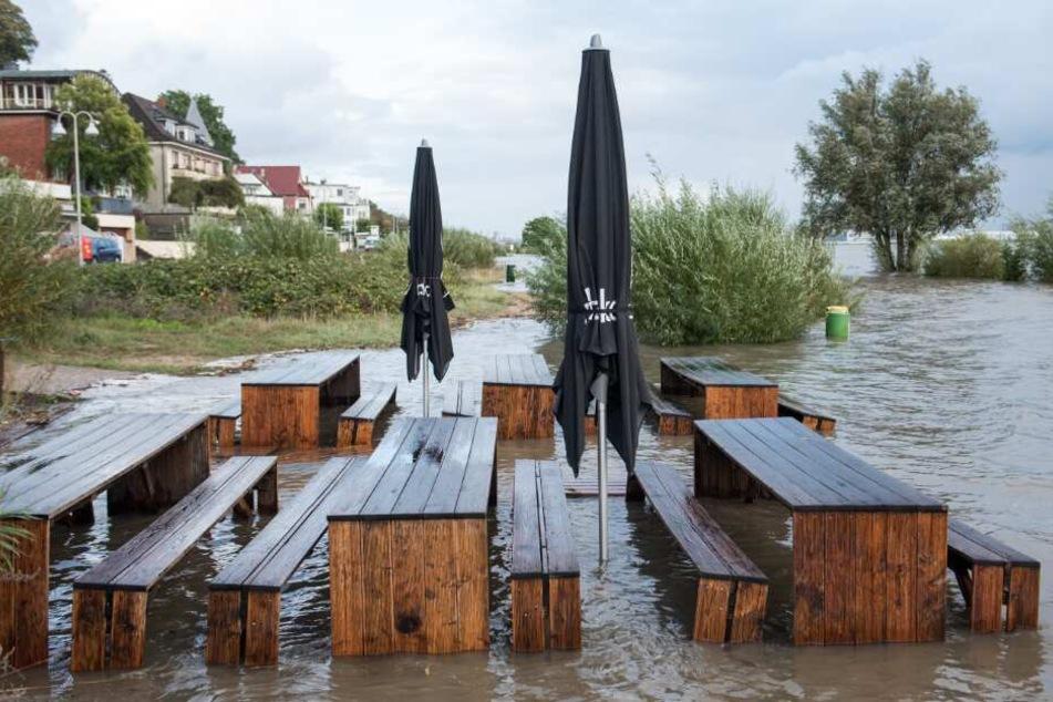 Sturmtief Mortimer: Hochwasser in Hamburg! Elbstrand und Fischmarkt saufen ab