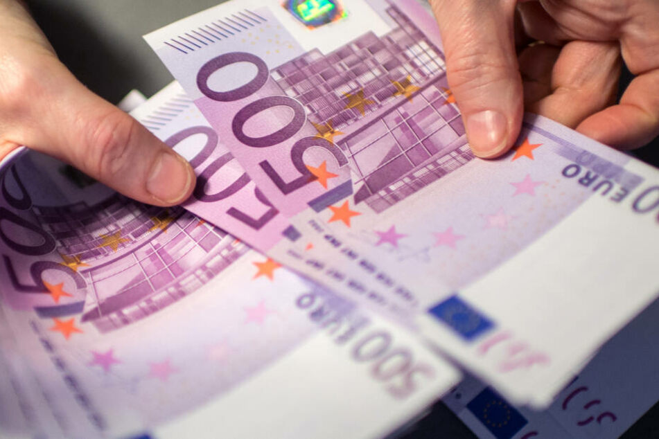 In der Mappe befanden sich 20.840 Euro Bargeld. (Symbolbild)