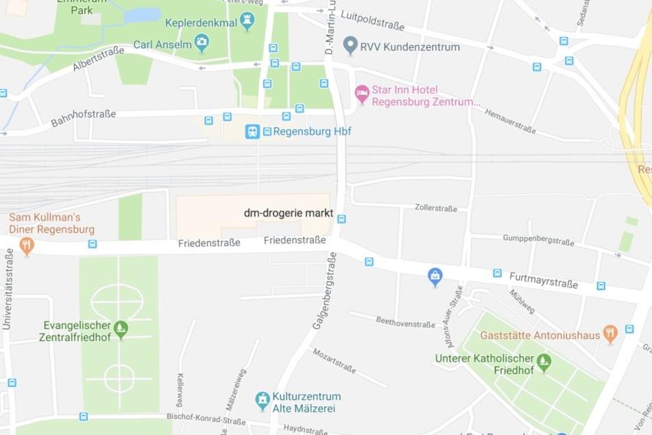 Die Attacken fanden beide im Umfeld des Regensburger Bahnhofs statt.