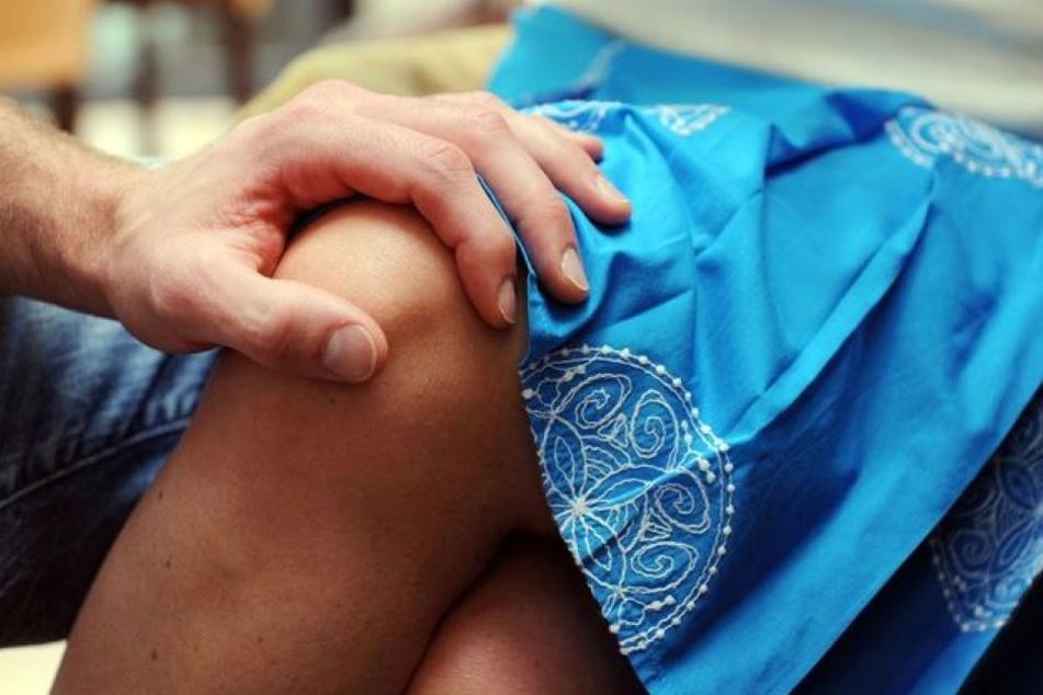 Die Frau machte dem Mann deutlich, dass sie ihre Ruhe will. Doch das störte den Mann überhaupt nicht. (Symbolbild)