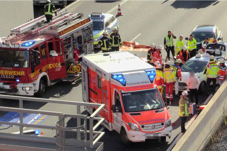 Eine 34 Jahre alte Kia-Fahrer hatte zunächst nicht mehr rechtzeitig bremsen können und war dem Mercedes eines 53-jährigen Darmstädters ins Heck gefahren.