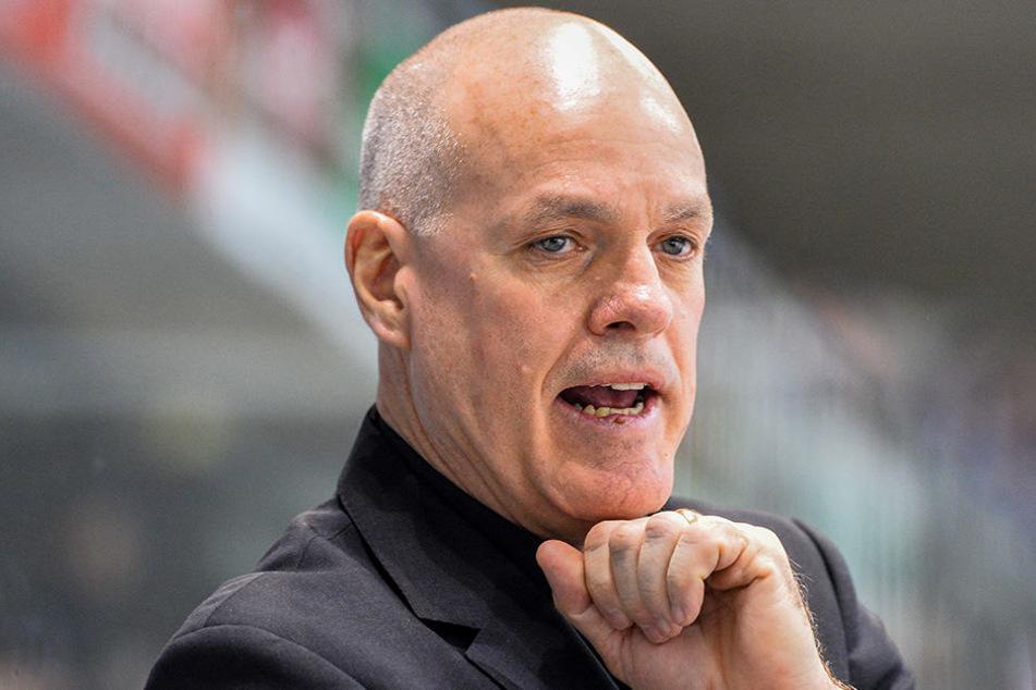 Eislöwen-Coach Bill Stewart litt das ganze Spiel über unter höllischen Rückenschmerzen.