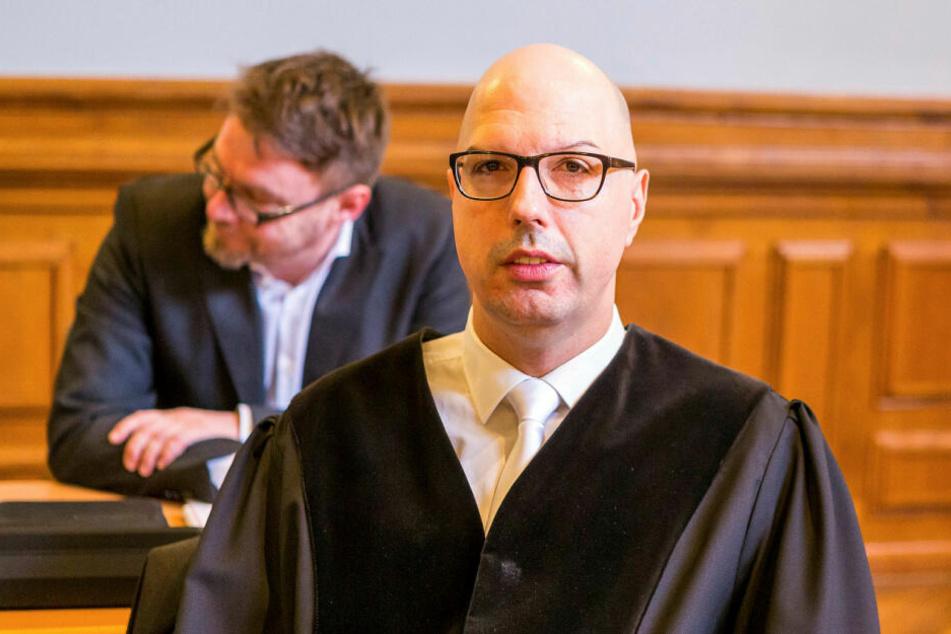 In einem zweistündigen Plädoyer forderte Oberstaatsanwalt Guido Lunkeit lebenslänglich für die vier Angeklagten.
