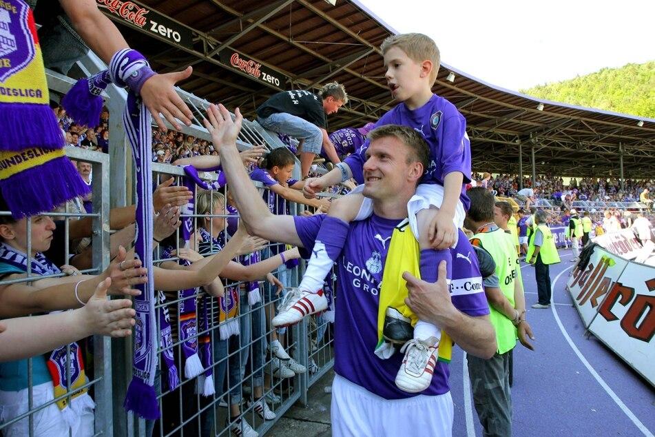 Am 20. Mai 2007 hieß es Abschiednehmen aus Aue. Andrzej Juskowiak ging nach dem 2:2 gegen 1860 München mit seinem Sohn Jan auf den Schultern auf eine Ehrenrunde.