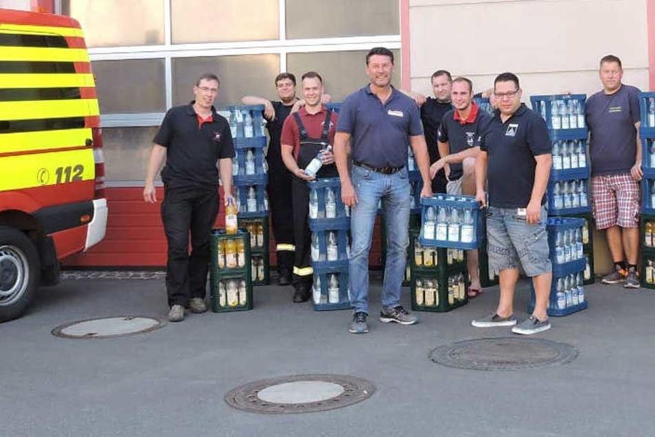 Firmen-Chef bedankt sich mit spritziger Idee bei Feuerwehren