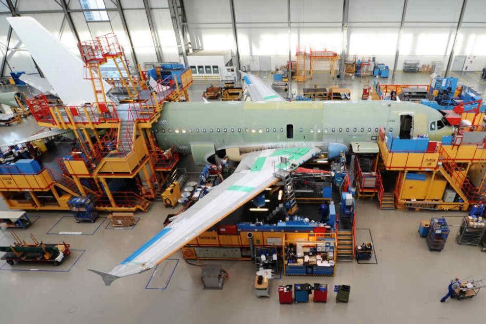 In Hamburg-Finkenwerder werden die Flugzeuge der Linie A320 endmontiert.
