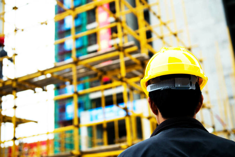 Diverse Schwarzarbeiter griffen die Beamte an den Baustellen auf. (Symbolbild)