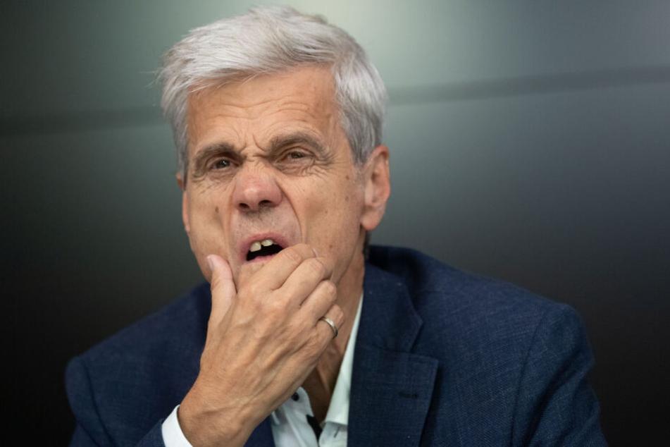 Wolfgang Gedeon (72) kassierte eine Niederlage vor Gericht.