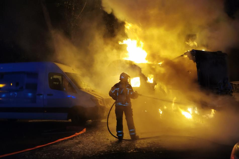 In Gohlis brannte in der Nacht auf Freitag ein Wohnmobil vollständig aus.