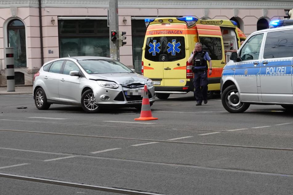 Leipzig: Eine Person verletzt: Stau nach Unfall auf der Jahnallee