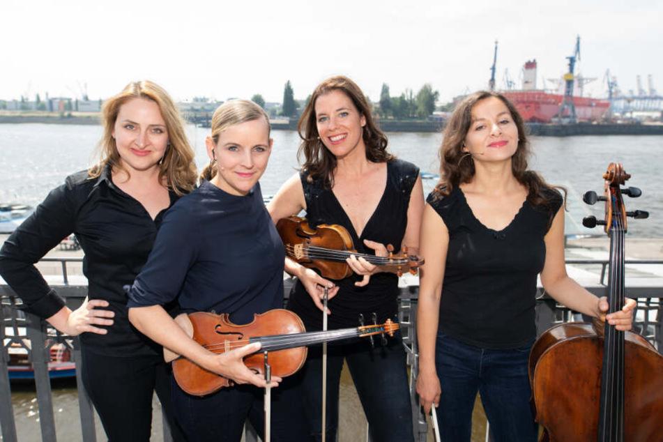 Romy Nagy (†42, rechts) mit den anderen Mitglieder des Klassik-Quartetts Salut Salon: Olga Shkrygunova (von links nach rechts), Angelika Bachmann und Iris Siegfried.