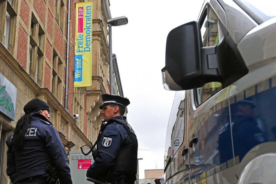 Auf offener Straße bespuckt, mit Feuerwerk angegriffen: Welle der Gewalt gegen FDP-Politiker