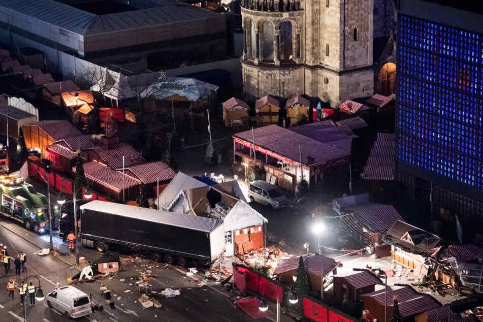 Am 19. Dezember 2016 raste der Terrorist Anis Amri mit einem Lastwagen in den Weihnachtsmarkt an der Berliner Gedächtniskirche (Archivbild).