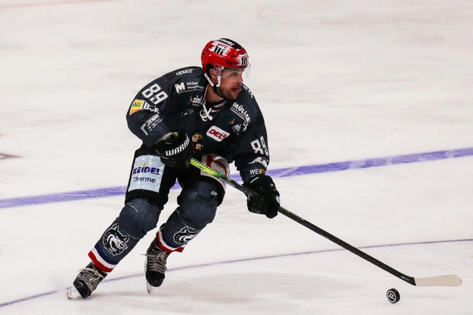 Freiburgs Top-Scorer Luke Pither bekamen die Dresdner nicht in Griff und so wurde er mit drei Toren zum Matchwinner.