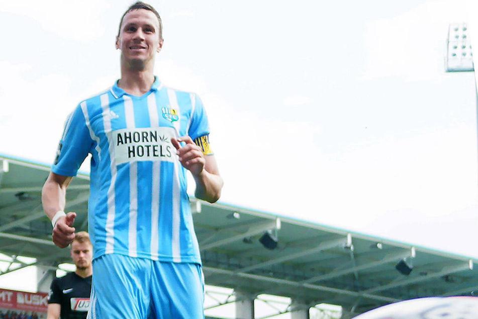 Tim Danneberg grinst. Doch das Lachen ist ihm nach der 0:3-Heimpleite gegen Münster vergangen.