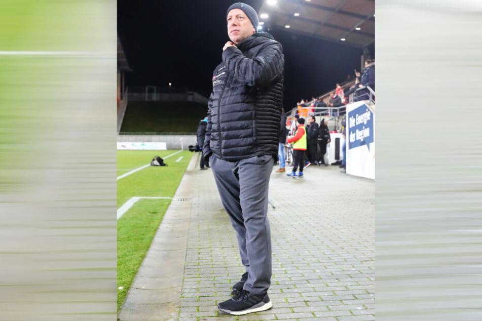 Dynamo-Coach Markus Kauczinski hebt nicht ab, steht mit beiden Beinen fest auf der Erde. Er weiß: Das 1:0 gegen den KSC darf nur der Anfang sein.