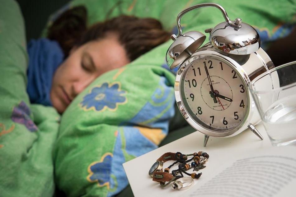 Ab spätestens etwa drei Uhr früh kommen alle Menschen in ein Leistungstief.