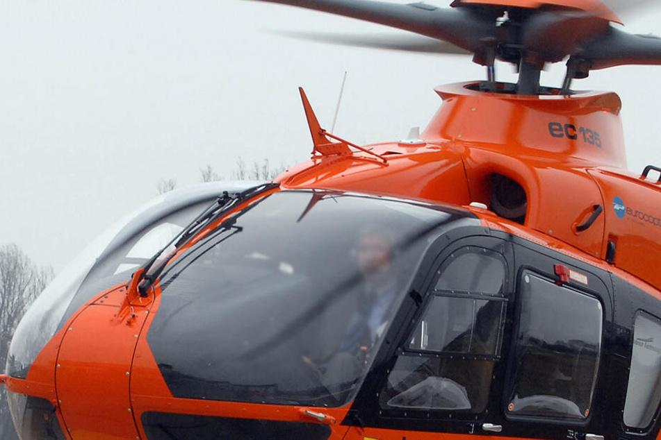 Mit einem Rettungshubschrauber wurde es nach dem Unfall in ein Klinikum geflogen. (Symbolbild)