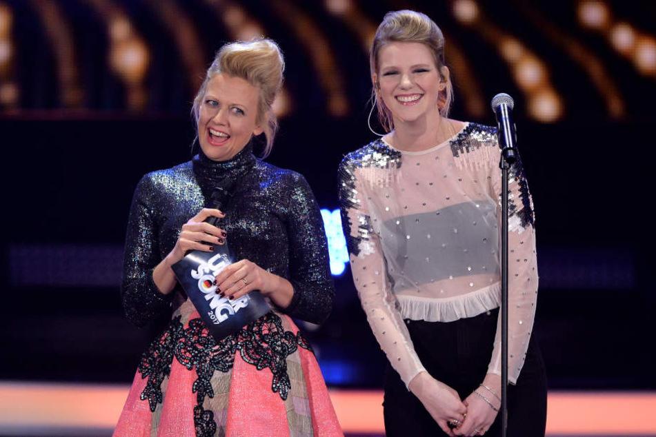 Levina mit der Moderatorin des Abends, Barbara Schöneberger.