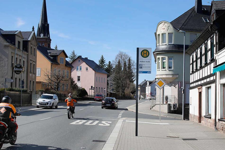 Der Angriff ereignete sich in der Chemnitzer Straße in Grüna. Den genauen Tatort gab die Polizei nicht bekannt.