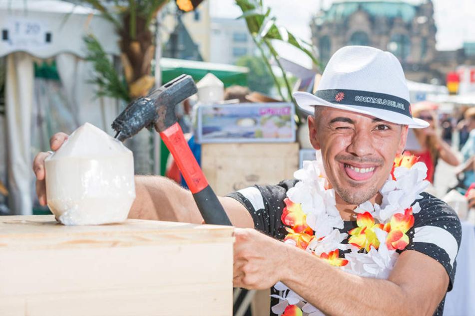 Der Halbbrasilianer Pierre Gencer (28) bietet seine Cocktails stilecht in der Kokosnuss an. Die kann man auch mit nach Hause nehmen.