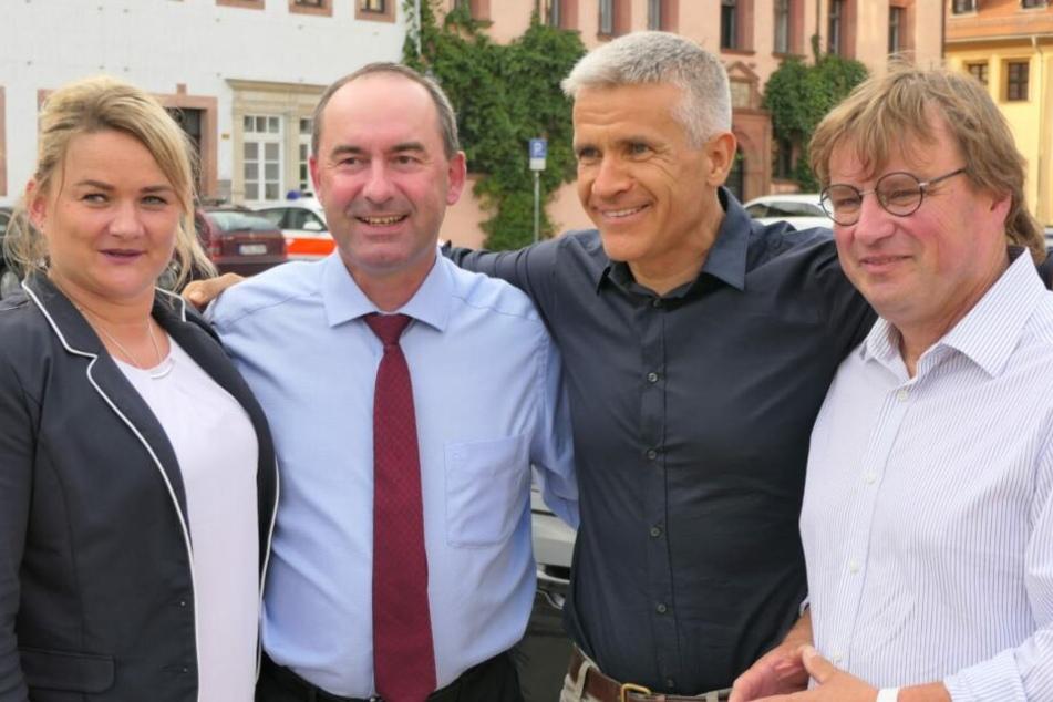 Hubert Aiwanger (2.v.l.) hat am Montag Grimma besucht.
