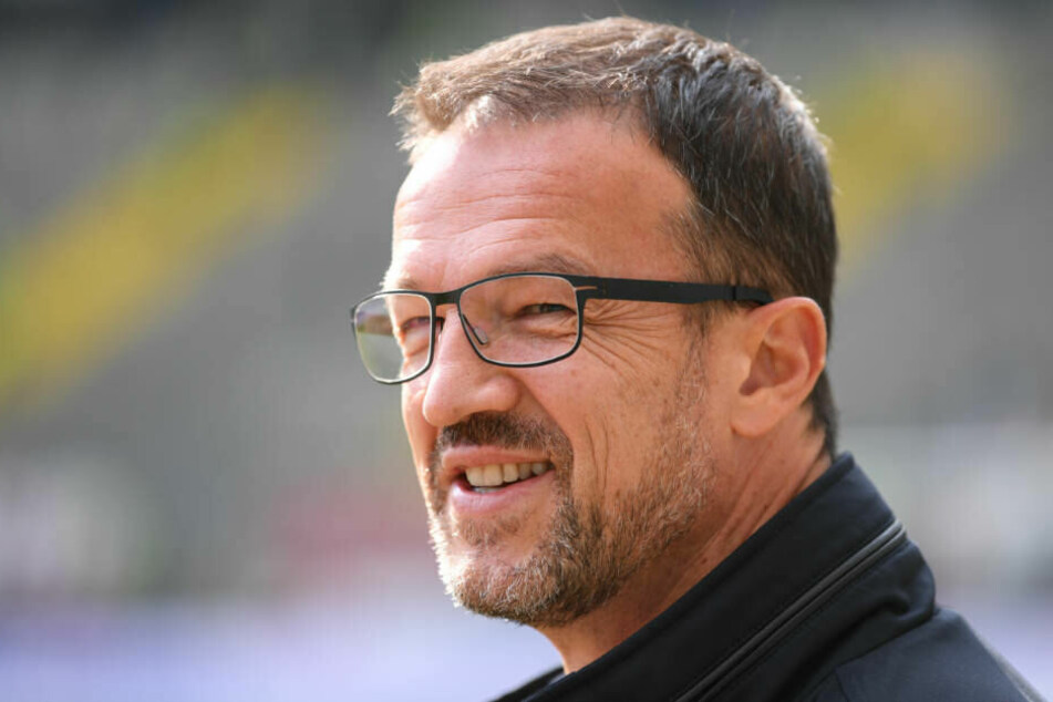 Fredi Bobic hat allen Grund zur guten Laune: Die Gruppen-Phase lässt bei Eintracht auch die Kasse klingeln.