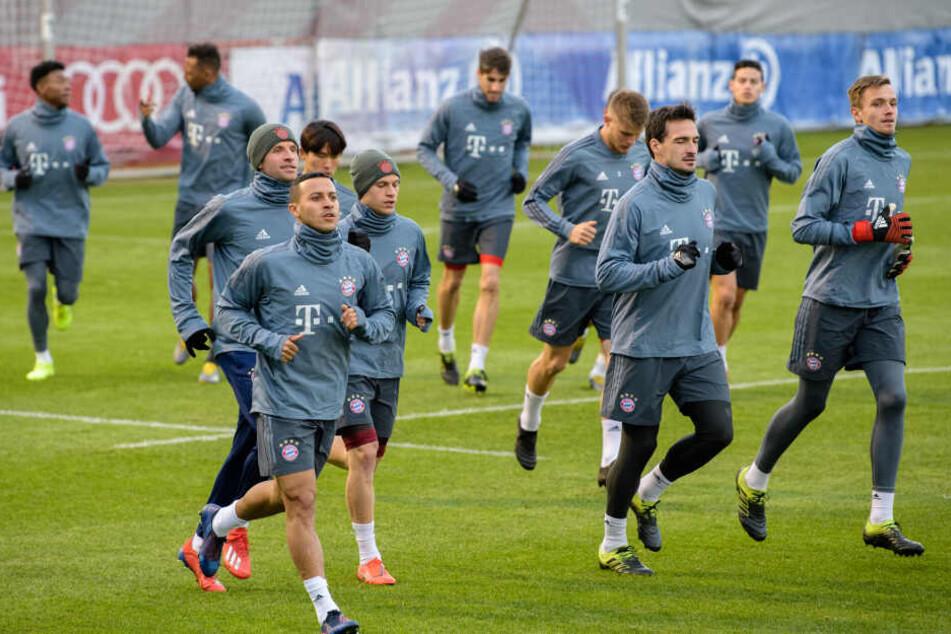 Die Mannschaft des FC Bayern bereitet sich auf das Spiel gegen Liverpool vor.
