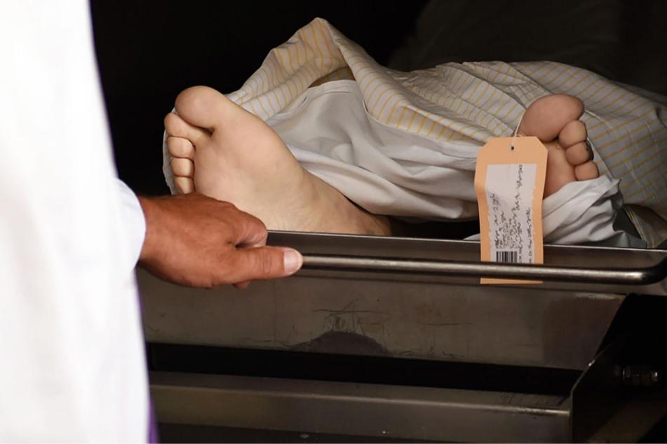 Die Leichenschau ist in Deutschland vorgeschrieben (Symbolbild).