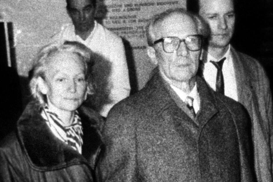 In geheime Isolierungslager wollte die Stasi Tausende Oppositionelle am Tag X stecken. Im Bild: Margot und Erich Honecker.