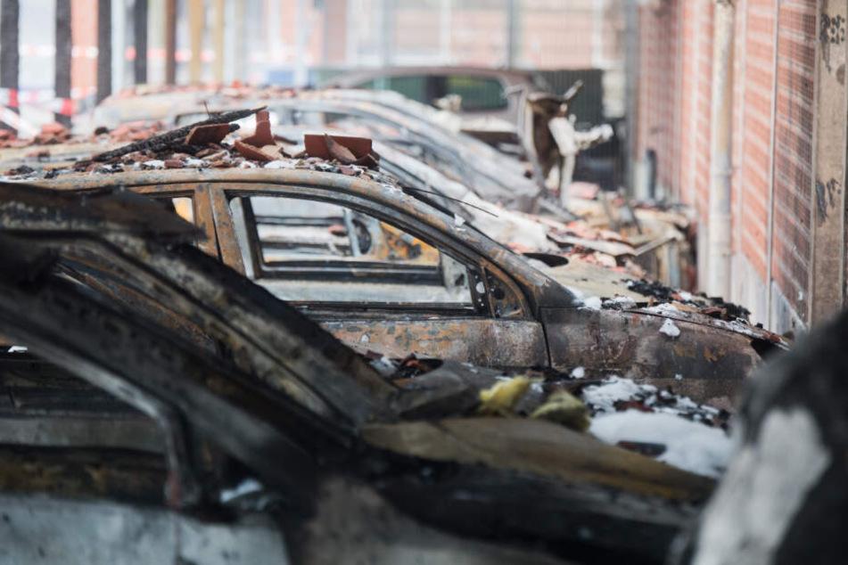 Gleich neun Autos wurden beschädigt (Symbolfoto).