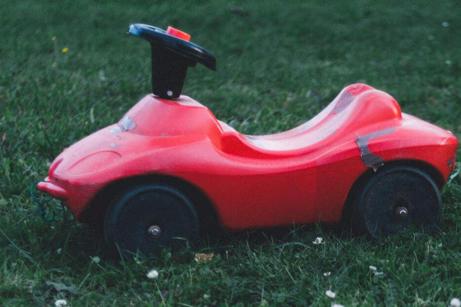 Ein Bobbycar parkte falsch. (Symbolbild)