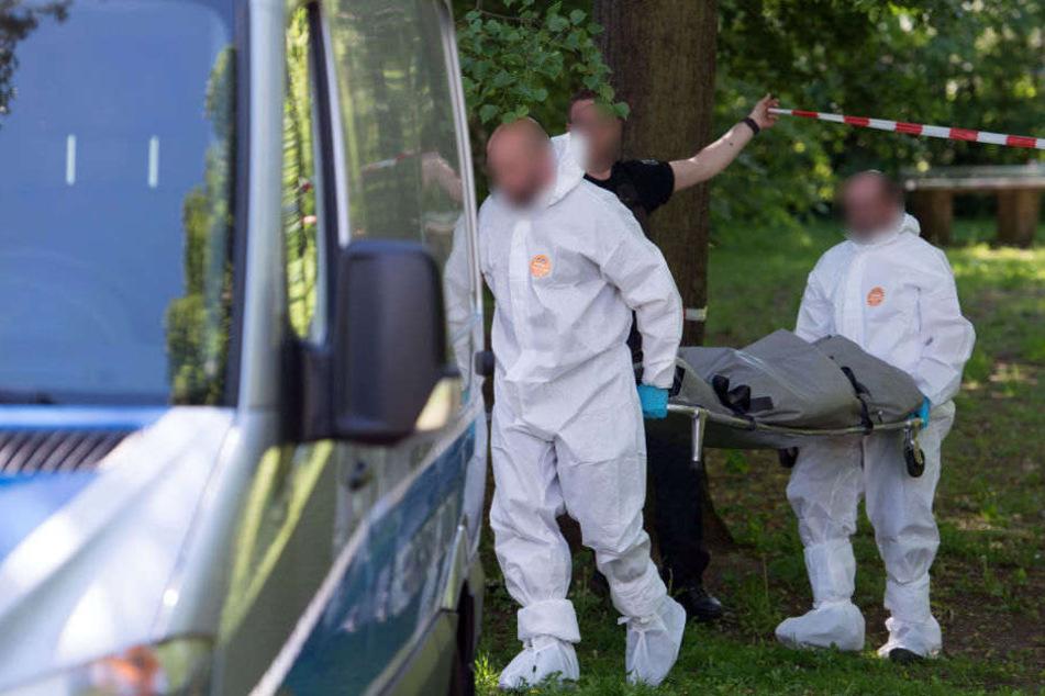 Passanten fanden in Spandau einen schwer verletzten Mann. (Symbolbild)