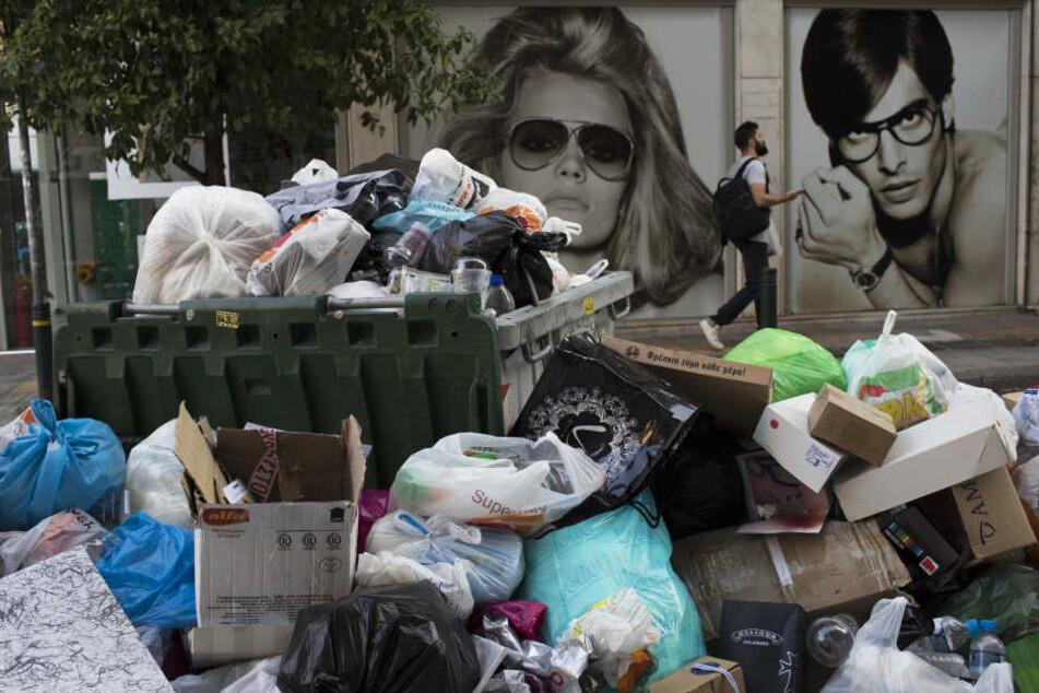 Das stinkt! 40 Grad und die Müllabfuhr streikt