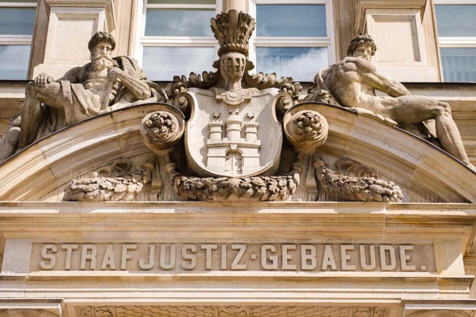 Die Staatsanwaltschaft Hamburg fordert vier Jahre Haft.
